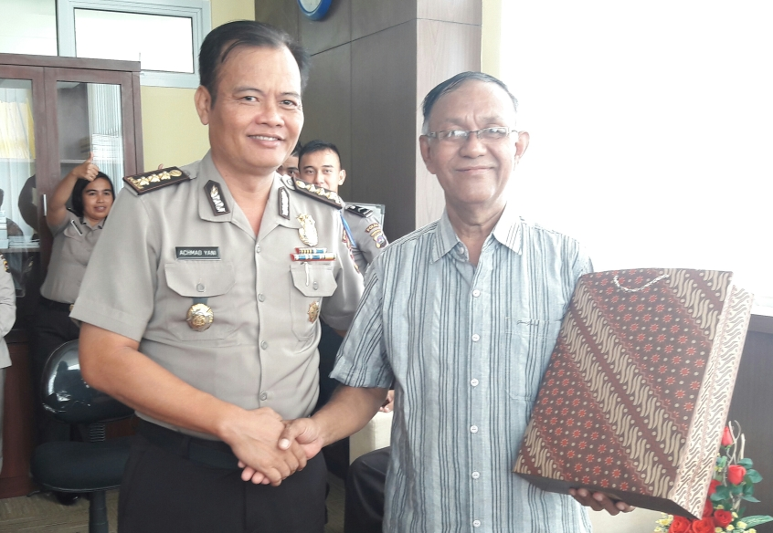 Kombes Pol Drs. Achmad Yani Melepas Akp Purn Rafiqi memasuki Masa Pensiun