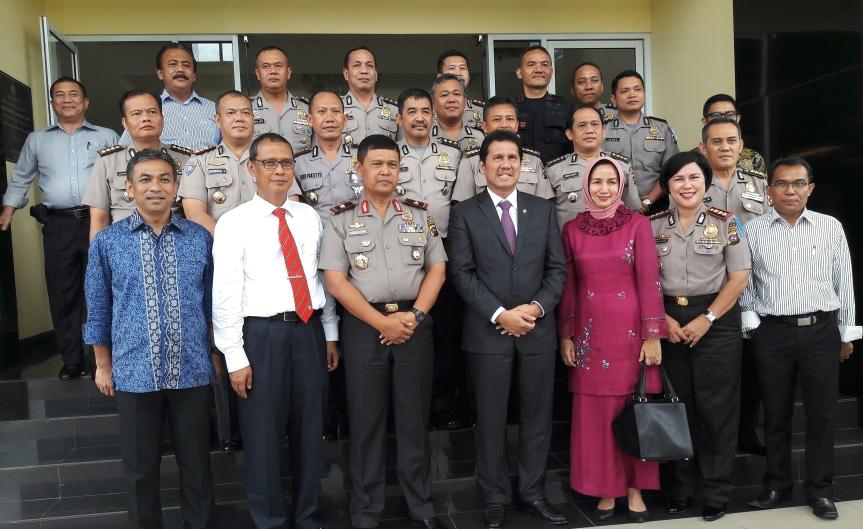 foto bersama Menpan RB dengan Kapolda serta Pejabat Utama Polda Sumbar